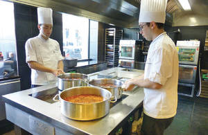 Une cuisine spacieuse et lumineuse l institut restaurant cole - Cours de cuisine lyon bocuse ...