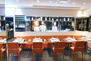 Une cuisine spacieuse et lumineuse l institut restaurant - Cuisine design rotissoire ...