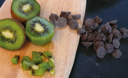 Faisselle et kiwi sauce menthe-chocolat © Vici-Aidomenu